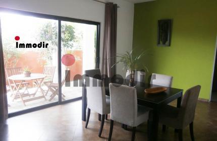 Petite maison moderne, meublée et équippée, de 2 chambres, en région campagnarde dans le village de Petit Raffray. Disponible au 1er septembre 2021