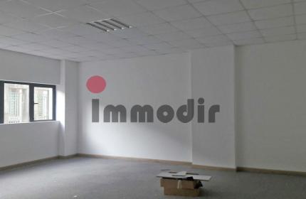 Espace de bureau lumineux de 45 m2 à louer à Port Louis