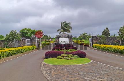 En résidence sécurisée en campagne, terrain de 32 perches situé face à l'aire de jeux pour enfants