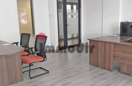 Bureau non-meublé de 30 m2 avec un parking couvert à louer à Ebène