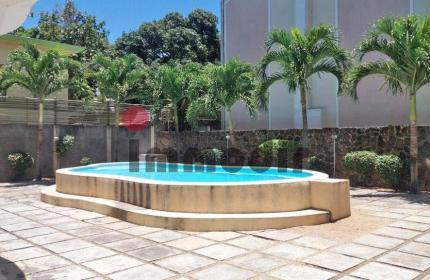 Proche du centre de Grand Baie, à louer Studio neuf toute équipé au 1er étage dans une résidence sécurisée avec piscine