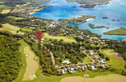 Terrain résidentiel à bâtir en toute propriété idéalement situé sur le plus prestigieux golf IRS à l'est de l'île