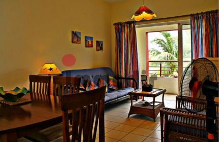 Appartement entièrement meublé au sein d'une résidence sécurisée avec piscine. Proches de toutes commodités. 50M de la plage et des commerces à Flic en Flac