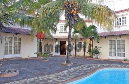 Triplex villa sécurisé avec piscine commune et à 3 minutes en voiture de la mer !