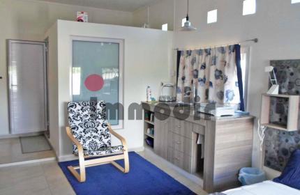 Charmant studio très bien équipé; salle d'eau, un coin kitchenette, parking et terrasse à l'extérieur