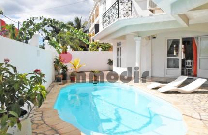 Studio avec une grande terrasse, situé à 200m de la plage et des commerces -L'environnement est calme et sécurisé