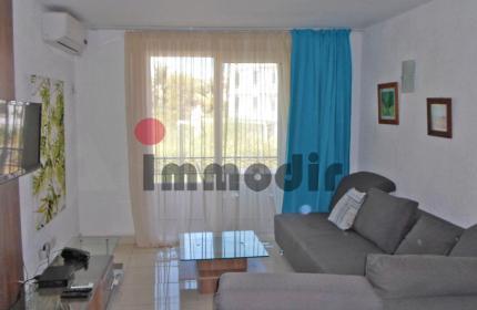 Superbe appartement au sein d'une résidence à 250m de la plage et des commerces. Très bien équipé et meublé