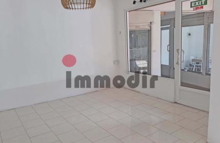 Espace bureau ou commercial au rez-de-chaussée avec cuisine et toilette privée