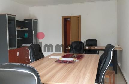 Bureau meublé de 32 m² situé au rez-de-chaussée à Quatre Bornes