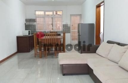 À 5 minutes à pieds de la mer et proche des aménités, appartement de 2 chambres au rez de chaussée à louer à La Preneuse.