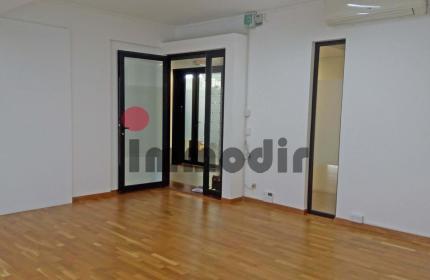 Bureau lumineux de 30 m2 avec 1 parking couvert dans un business hub moderne