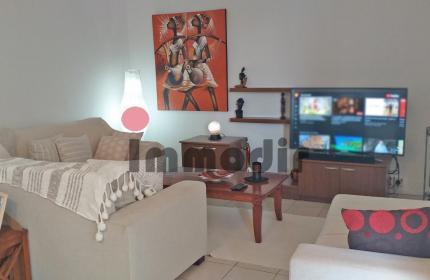 Proche des commerces et des axes routiers, appartement de 3 chambres idéal pour un couple à Vacoas
